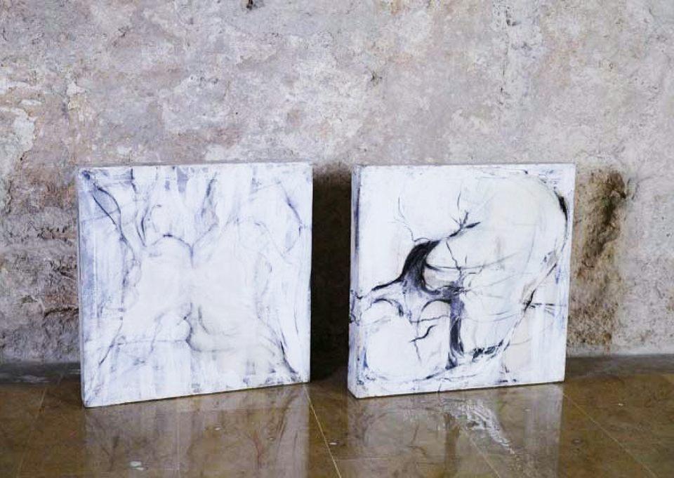 Bajo la piel 5-resina s -tela y madera 53x54x7 cm
